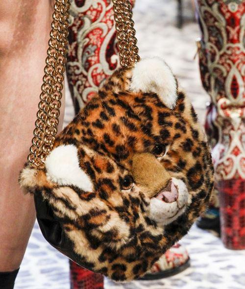 Сумки Dolce&Gabbana осень-зима 2017-2018: леопардовая плюшевая голова