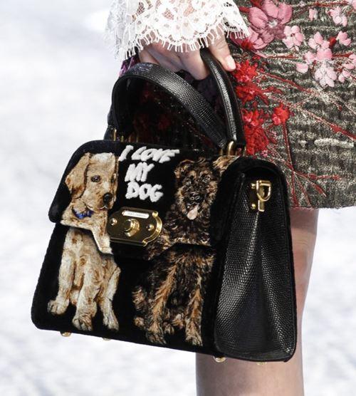 Сумки Dolce&Gabbana осень-зима 2017-2018: черная с аппликацией собачкой