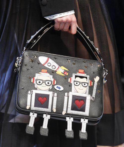 Сумки Dolce&Gabbana осень-зима 2017-2018: черная с аппликациями с короткой ручкой