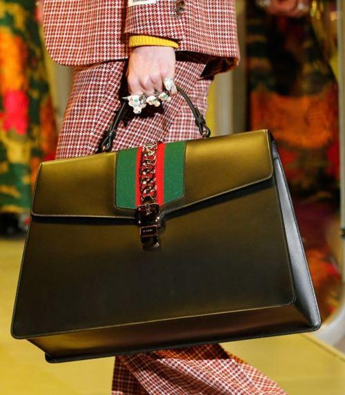Сумки Gucci осень-зима 2017-2018: черная трапециевидная