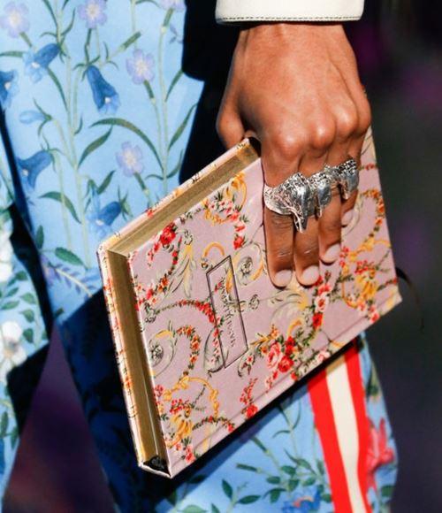 Сумки Gucci осень-зима 2017-2018: розовый клатч книжка