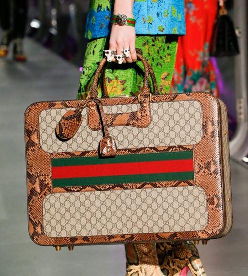 Сумки Gucci осень-зима 2017-2018: портфель со змеиным принтом