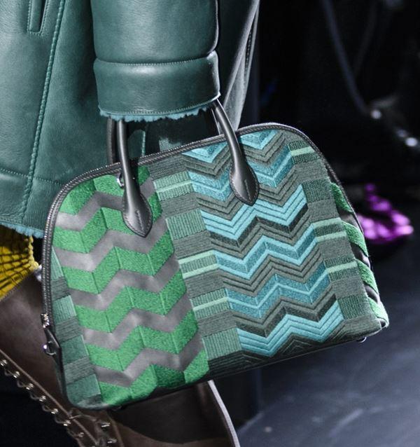 Сумки Hermès осень-зима 2017-2018: зеленая bolode bag с принтом зигзагами