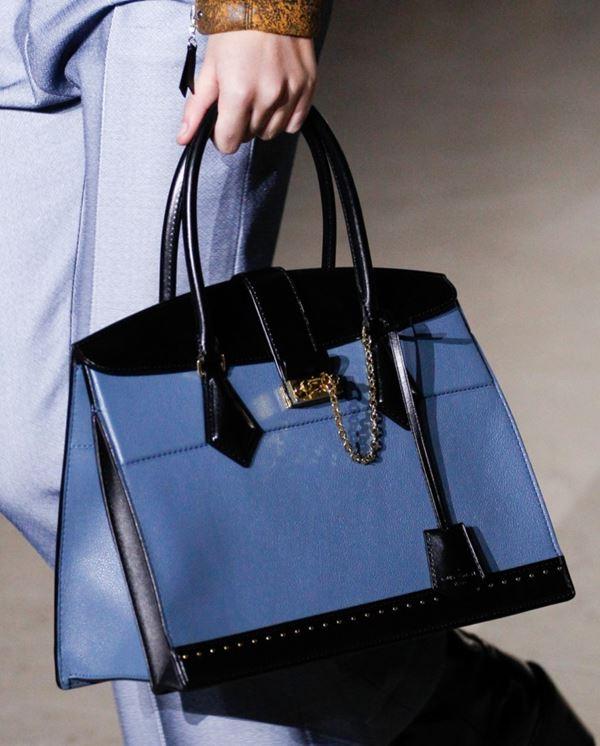 Сумки Louis Vuitton осень-зима 2017-2018: синяя жесткая элегантная