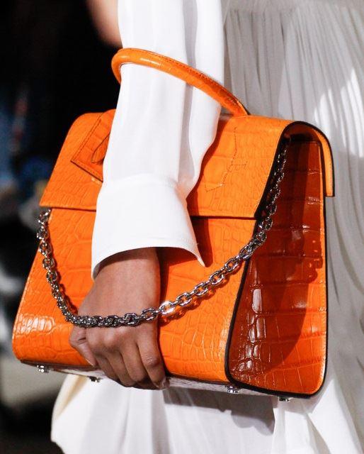 Сумки Louis Vuitton осень-зима 2017-2018: оранжевая крокодиловая кожа с ручкой-цепочкой
