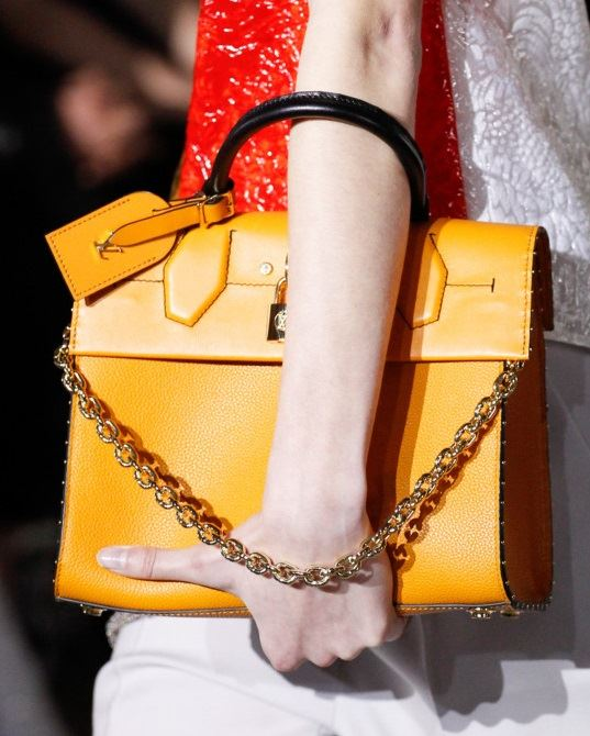 Сумки Louis Vuitton осень-зима 2017-2018: гладкая желтая кожа