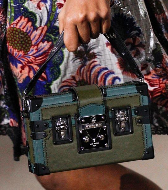 Сумки Louis Vuitton осень-зима 2017-2018: зеленая сумка-коробка