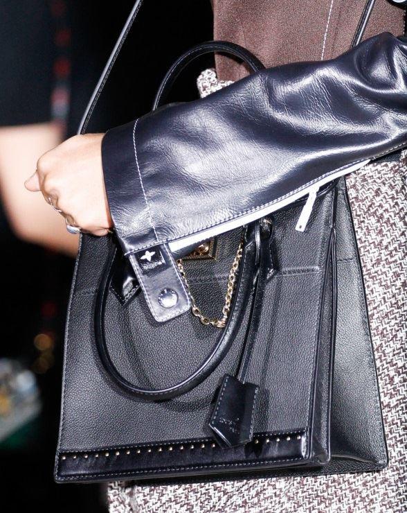 Сумки Louis Vuitton осень-зима 2017-2018: черная кожаная жесткая