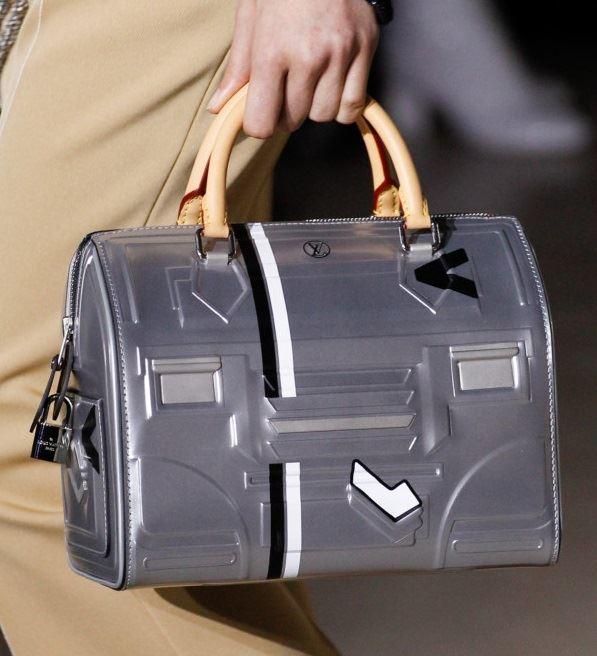 Сумки Louis Vuitton осень-зима 2017-2018: серебристая speedy bag