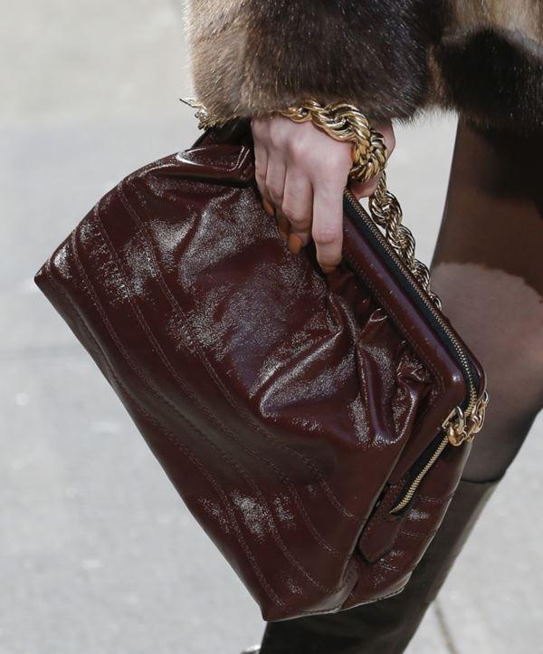 Сумки Marc Jacobs осень-зима 2017-2018: кожаный ридикюль в стиле ретро