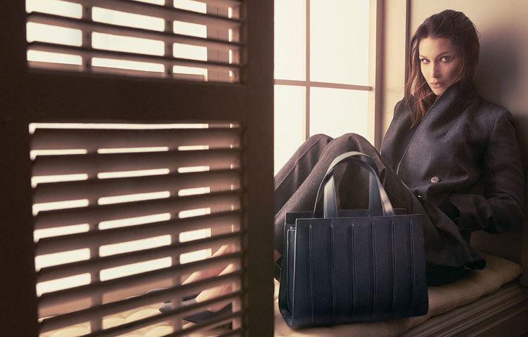 Сумки Max Mara осень-зима 2017-2018 - Белла Хадид в рекламной кампании