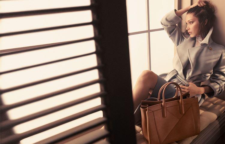 Сумки Max Mara осень-зима 2017-2018 - рекламная кампания с Беллой Хадид