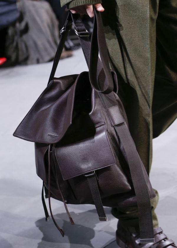 Сумки Michael Kors Collection осень-зима 2017-2018: коричневый кожаный рюкзак