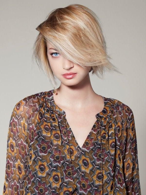 Стрижки боб-каре без чёлки 2017-2018 - светлые тонкие волосы с глубоким косым пробором