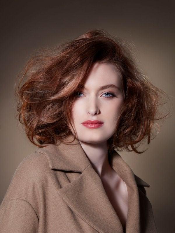 Стрижки боб-каре без чёлки 2017-2018 - рыжие волосы с объемной укладкой и боковым пробором