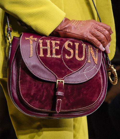 Сумки Trussardi осень-зима 2017-2018: замшевая бордовая сумка седло