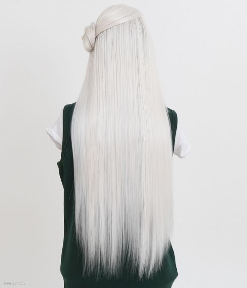 Белые платиновые волосы: очень длинные гладкие с боковым пучком