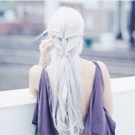 Белые платиновые волосы: длинные в стиле Дейенерис Таргариен