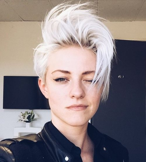 Белые платиновые волосы: короткая стрижка в панк-стиле с длинной чёлкой