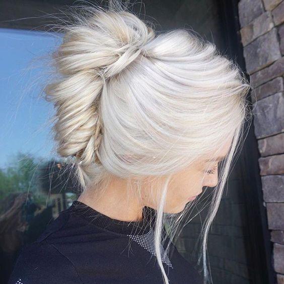 """Белые платиновые волосы: повседневная укладка """"ракушка"""""""