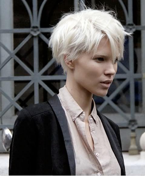 Белые платиновые волосы: растрёпанная молодёжная стрижка