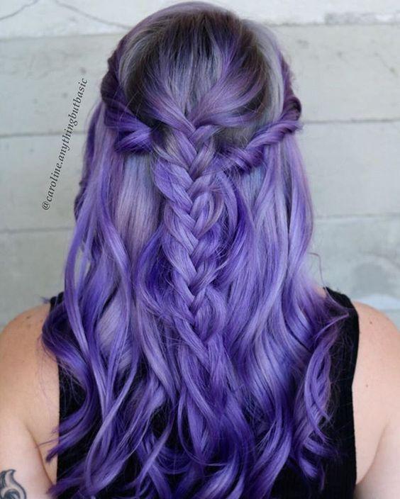 Фиолетовые волосы - длинные яркие локоны с колоском