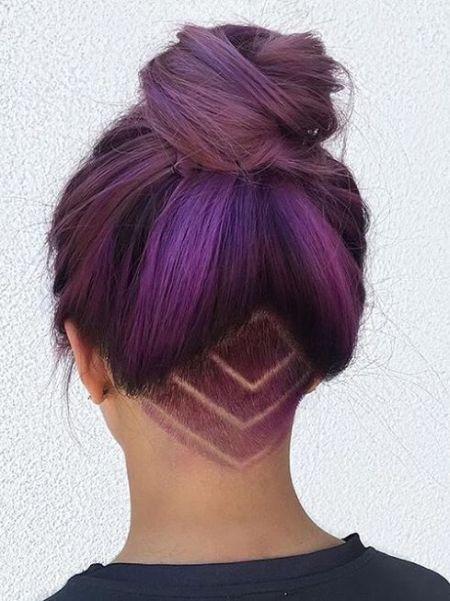 Фиолетовые волосы - высокий пучок с выбритым затылком