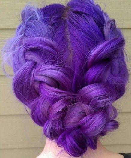 Фиолетовые волосы - яркий аметистовый и крупные косы в вечерней причёске