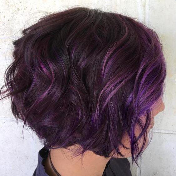 Фиолетовые волосы - короткое каре с локонами