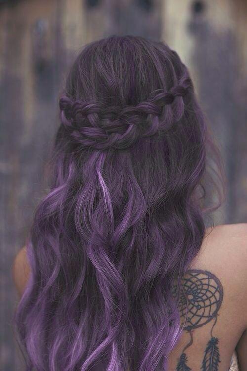 Фиолетовые волосы - романтичная укладка в оттенках баклажанового
