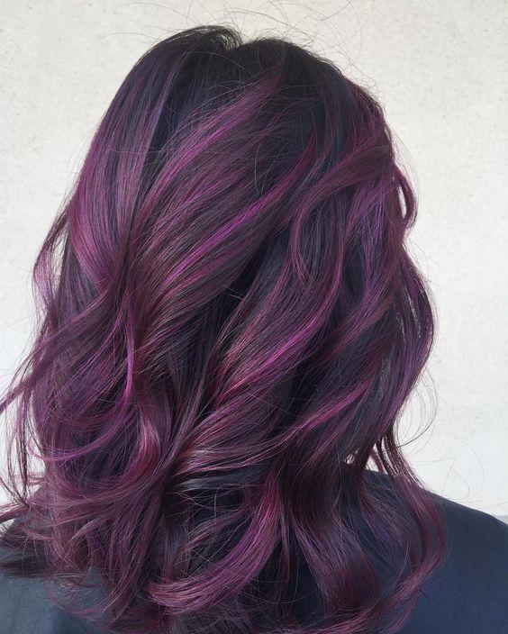 Фиолетовые волосы - локоны с окрашиванием омбре-балаяж в сливовом оттенке
