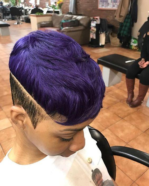 Фиолетовые волосы - яркая стрижка пикси с выбритыми висками