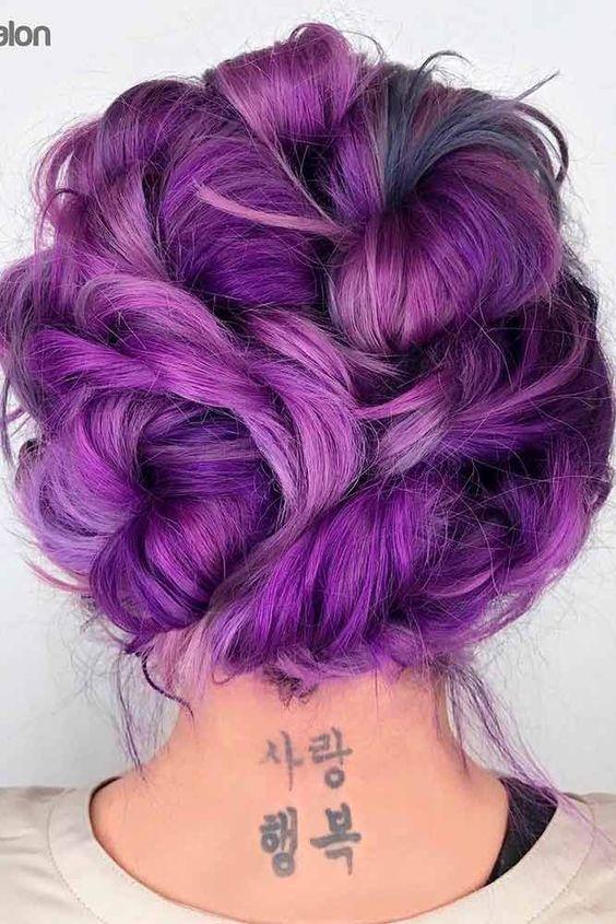 Фиолетовые волосы - высокая вечерняя причёска