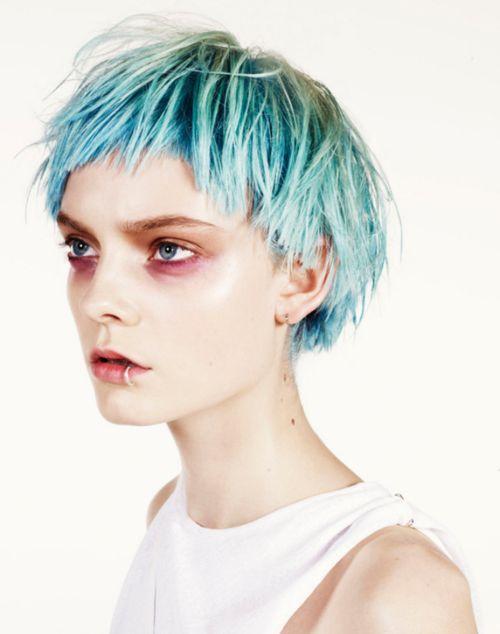 Голубые волосы - короткая стрижка шар в оттенках бирюзового