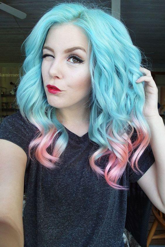 Голубые волосы - средняя длина с сочетанием бирюзового с коралловыми кончиками