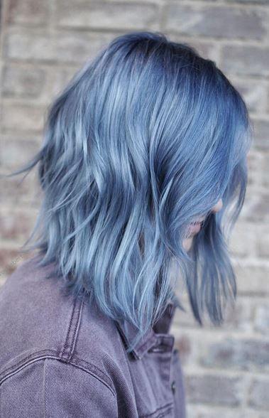 Голубые волосы - повседневное каре в холодном оттенке