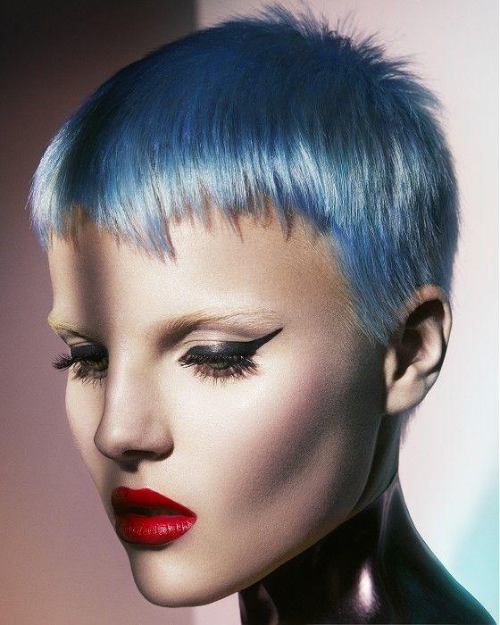 Голубые волосы - короткая стрижка пикси