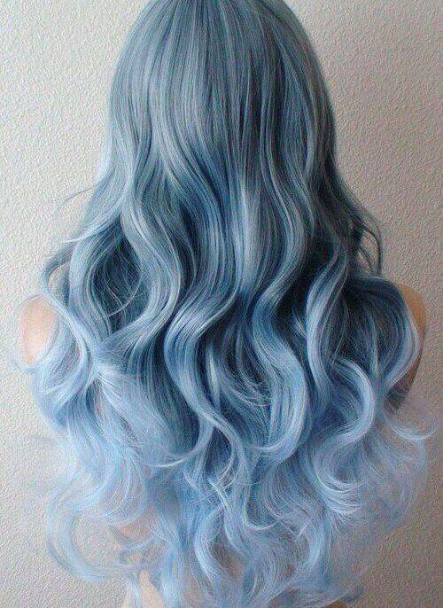 Голубые волосы - длинные крупные волнистые локоны