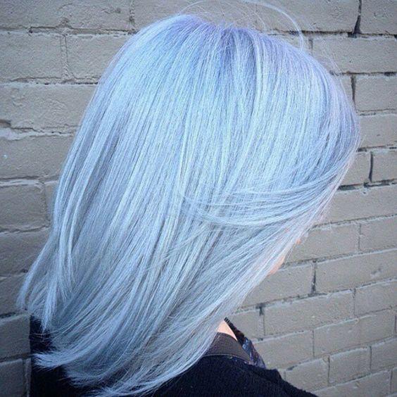 Голубые волосы - гладкие волосы средней длины стрижка боб-каре
