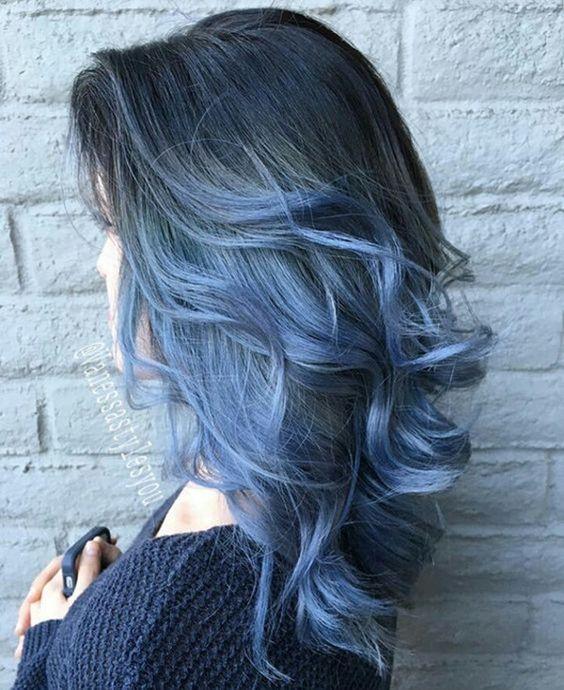 Голубые волосы - средняя длина с крупными локонами и омбре