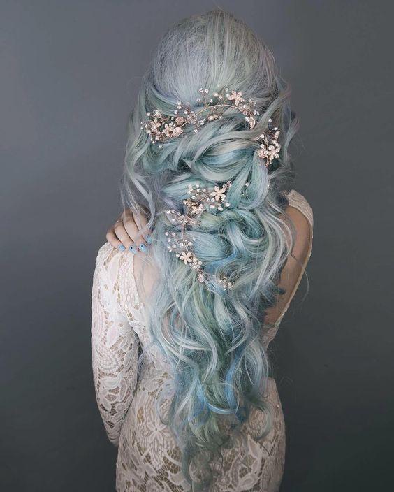 Голубые волосы - свадебная причёска с кристальными аксессуарами