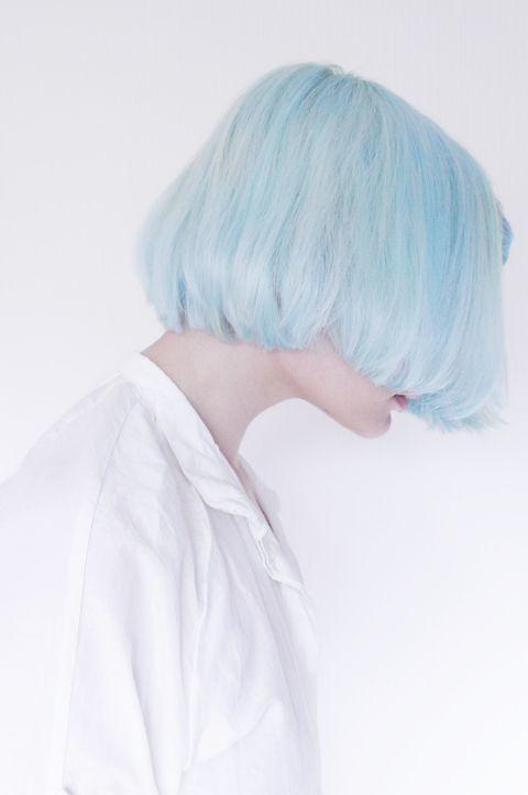 Голубые волосы - стрижка боб-каре в пастельном оттенке