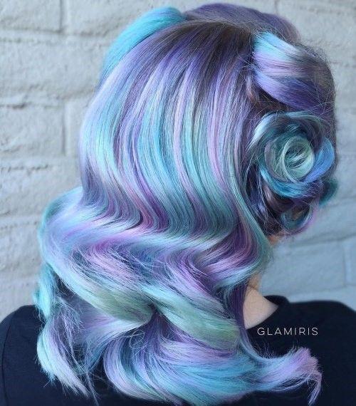 Голубые волосы - укладка в стиле сороковых с цветными прядями