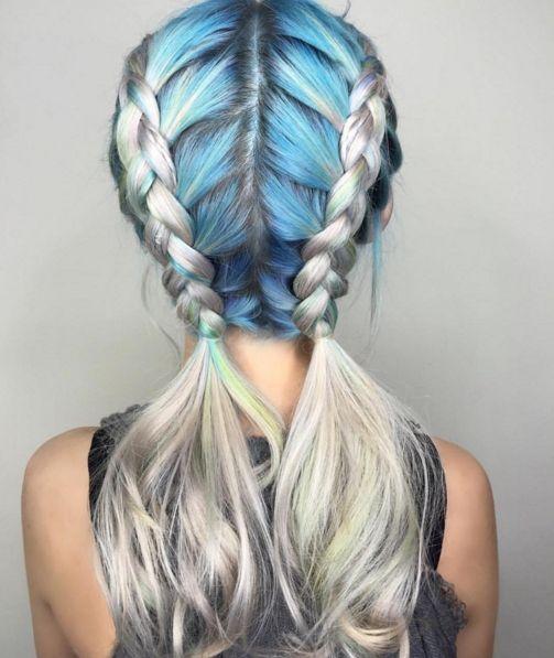 Голубые волосы - две косички на пепельном блонде