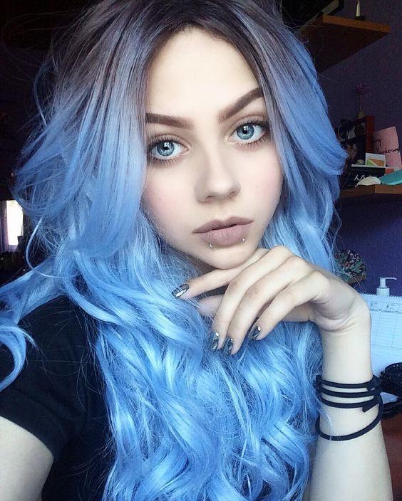 Голубые волосы - яркий цвет, омбре и локоны