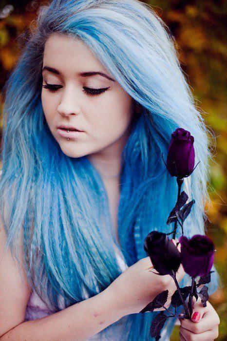 Голубые волосы - длинные прямые пряди