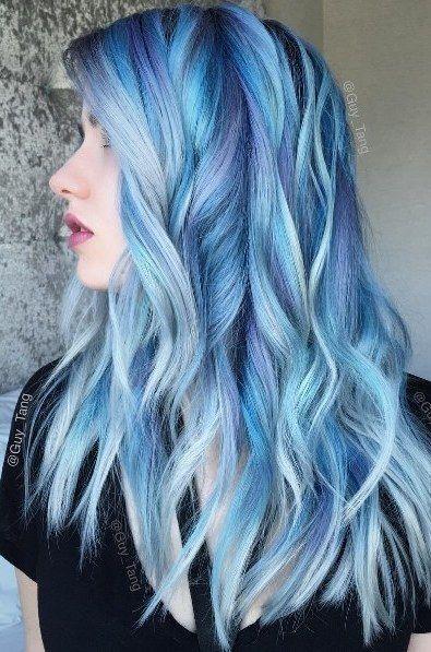 Голубые волосы - длинные вертикальные локоны с сиреневыми прядями