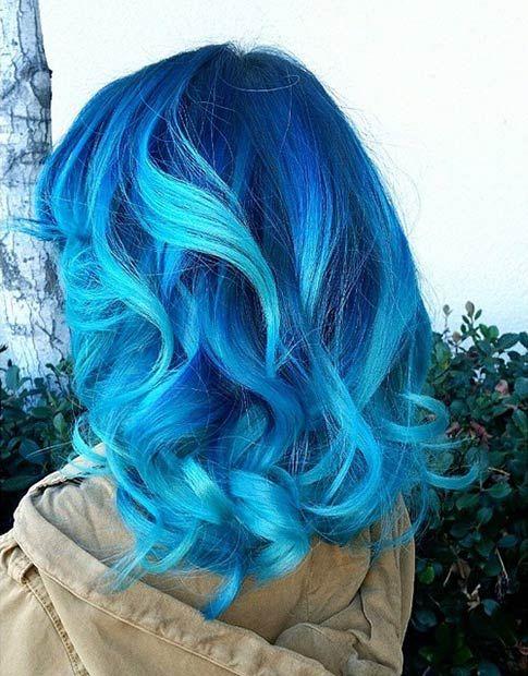 Голубые волосы - средняя длина с синими и бирюзовыми прядями