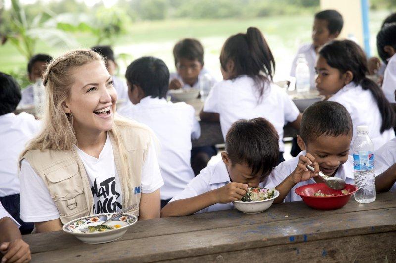 Michael Kors Watch Hunger Stop - Кейт Хадсон с детьми Камбоджи