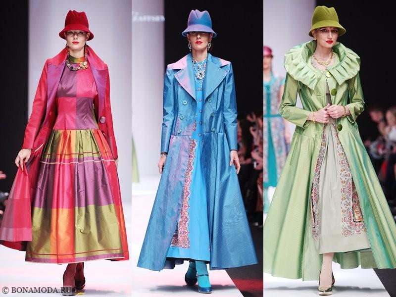 Коллекция Slava Zaitsev весна-лето 2018 - длинные яркие приталенные пальто и шляпки
